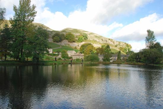kilnsey-trout-farm-lake