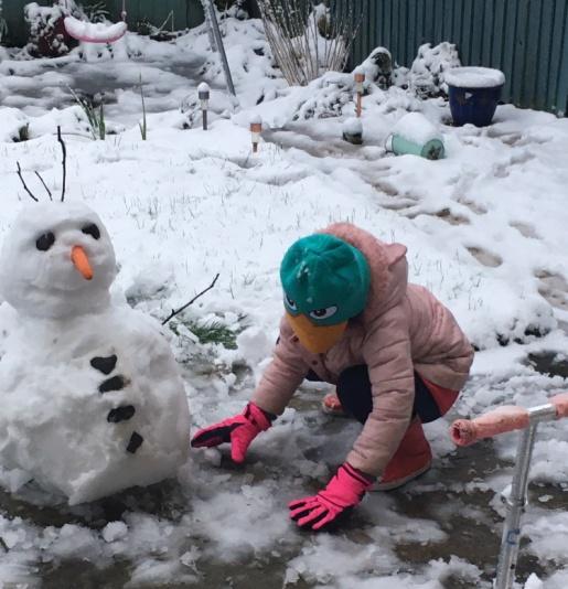 Evie builds a snowman